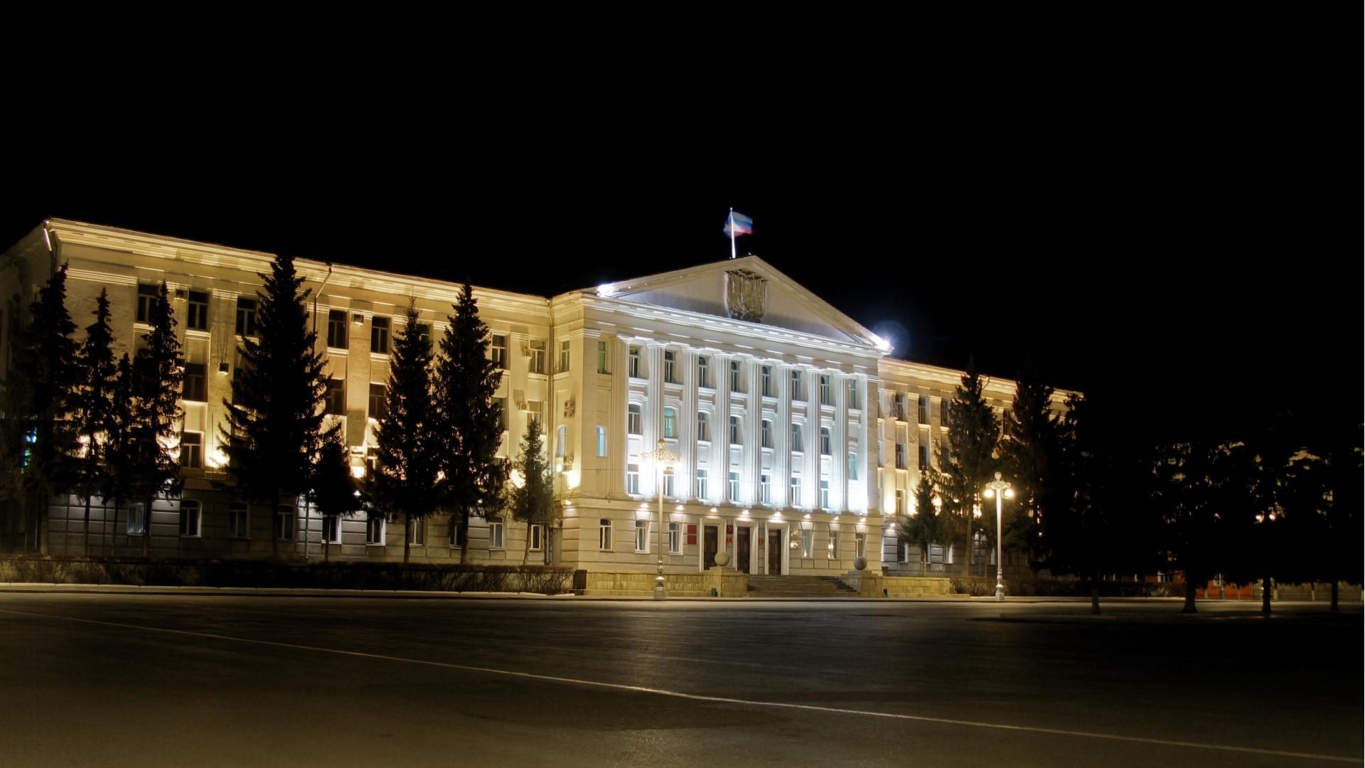 Ночной вид на городскую администрацию